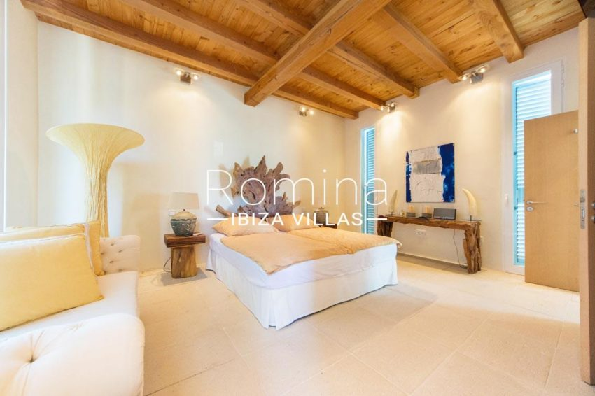 can garri ibiza-4bedroom3 wooden ceiling