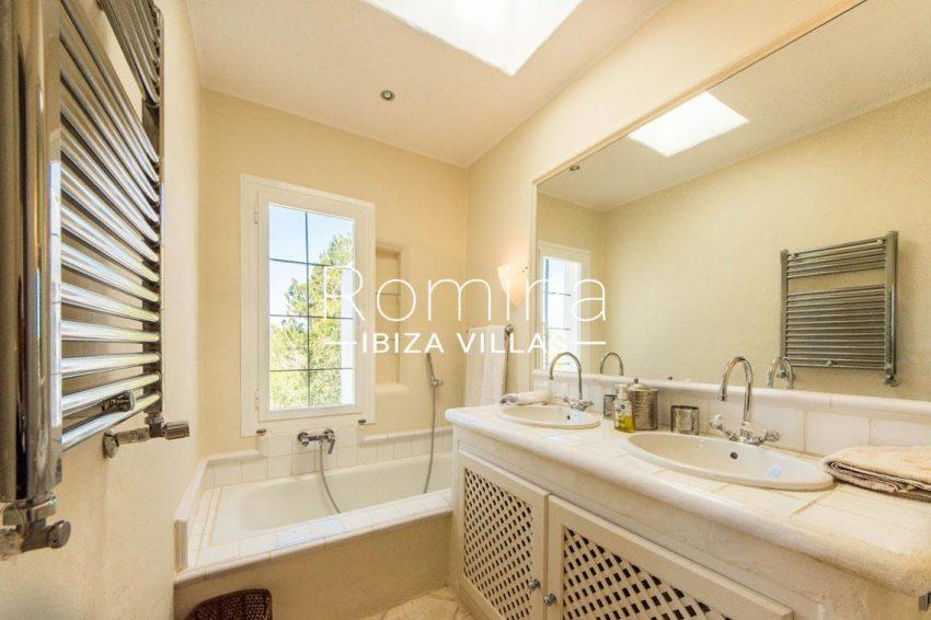 can garri ibiza-5bathroom