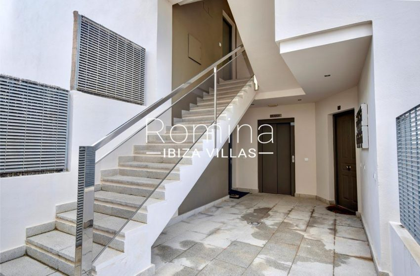 duplex ciudad ibiza-2entrance stairs