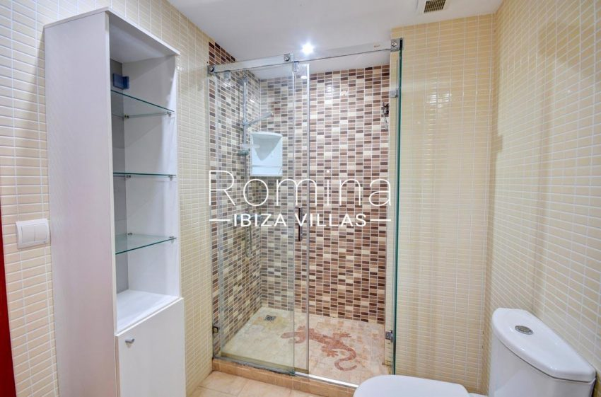 duplex ciudad ibiza-5shower room