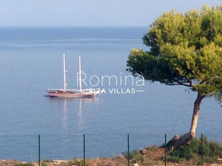 romina-ibiza-villas-rv-878-01-adosado-solis-1sea view boat2