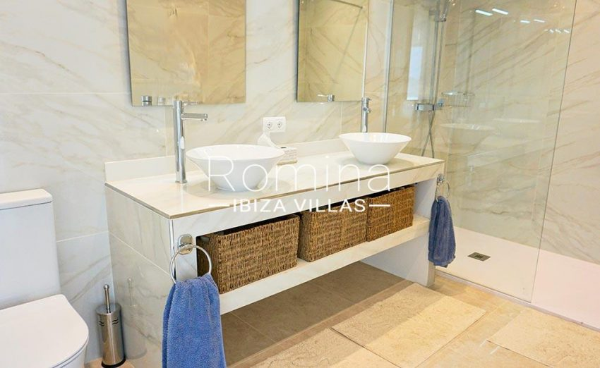 romina-ibiza-villas-rv-878-01-adosado-solis-5shower room2