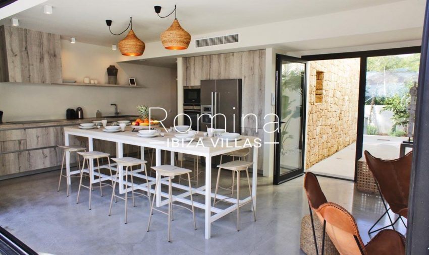 villa ambar ibiza-3zkitchen dininga rea