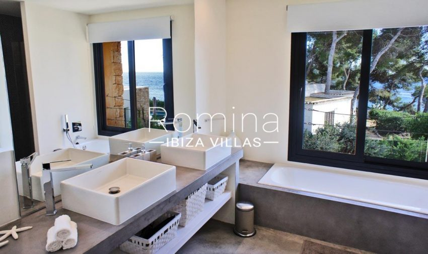villa ambar ibiza-5bathroom sea view