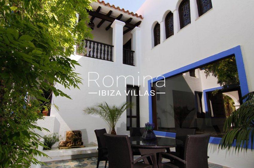 villa begonia ibiza-2patio2