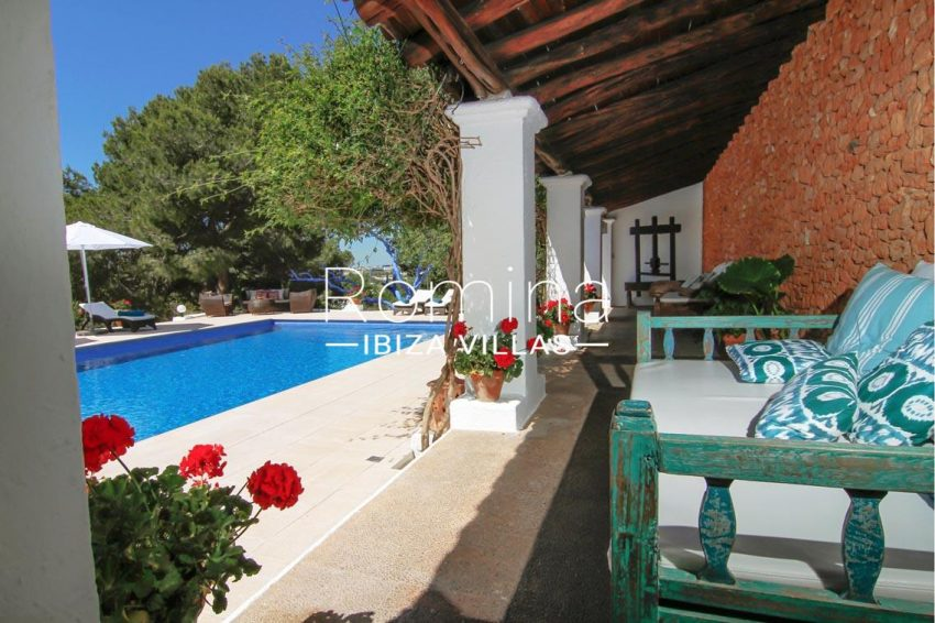 villa begonia ibiza-2pool porch daybed