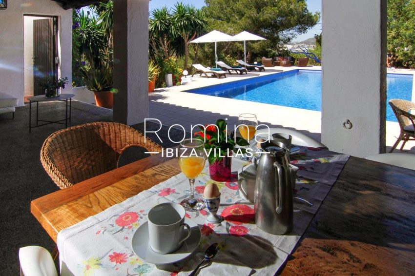 villa begonia ibiza-2pool porch dining area2