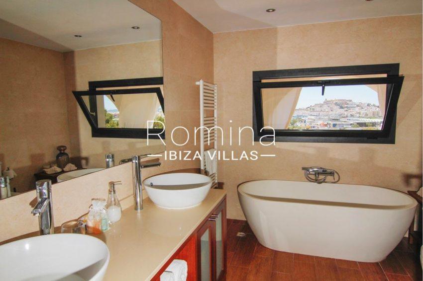 villa begonia ibiza-5bathroom
