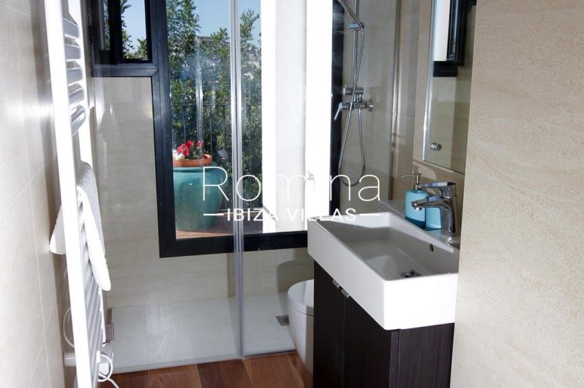 villa begonia ibiza-5shower room2