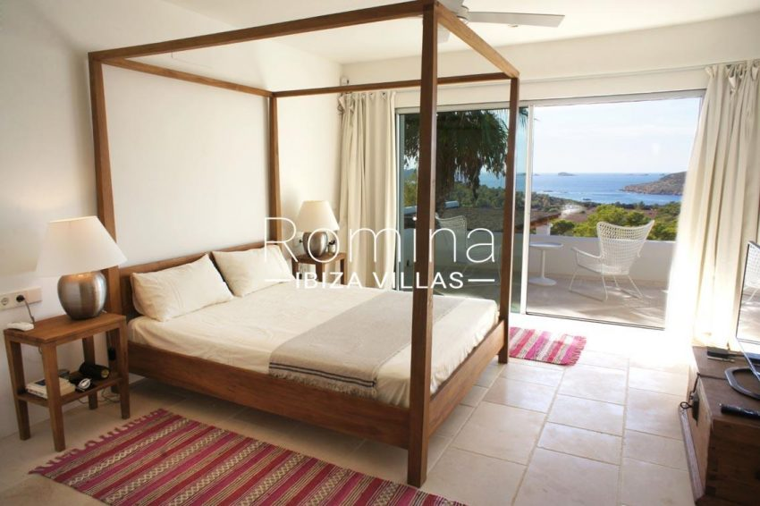 villa bella ibiza-4bedroom four poster bed sea view