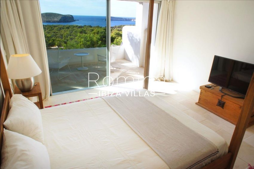 villa bella ibiza-4bedroom fours poster bed sea view