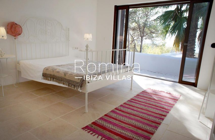 villa bella ibiza-4bedroom iron bed