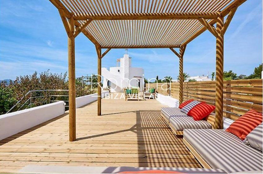 villa tili ibiza-2roof deck pergola sitting area3
