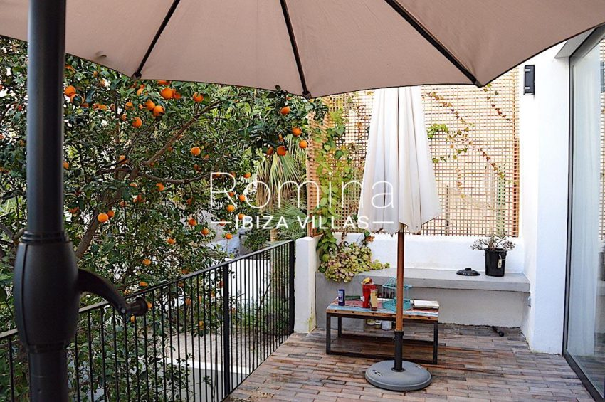 apto jardin ciudad-2terrace tangerine tree2