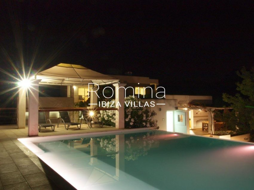 casa pouas ibiza-2pool by night