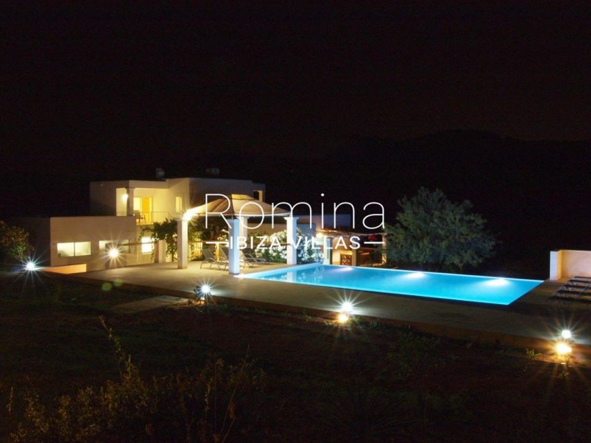 casa pouas ibiza-2pool by night3