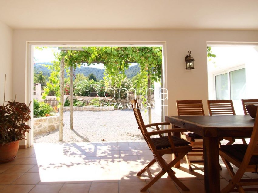 casa pouas ibiza-3summer dining area2
