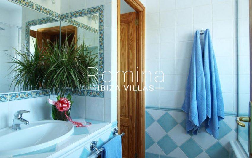 casa pouas ibiza-5bathroom2