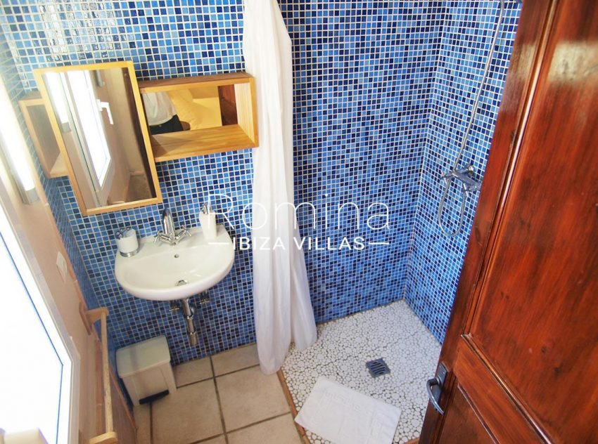 casa vergel ibiza-5shower room