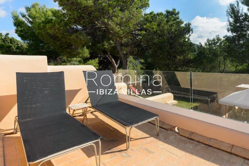casita moli ibiza-2roof terrace deck chairs