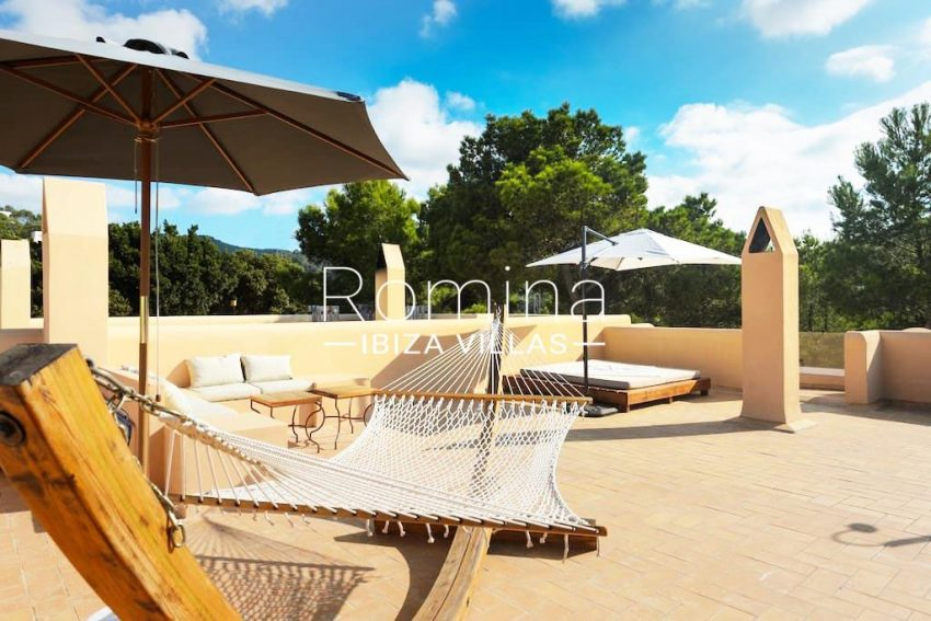 casita moli ibiza-2roof terrace lounge hammock