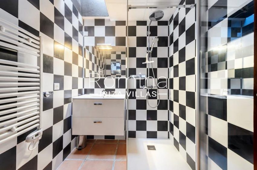 casita moli ibiza-5shower room
