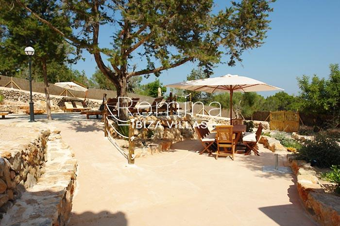 finca kanya ibiza-2dining area pool