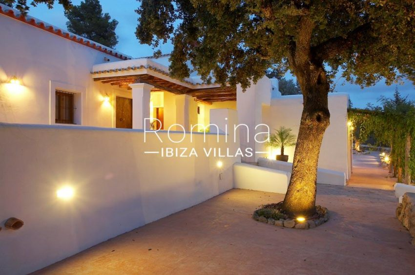 finca kanya ibiza-2entrance terrace by night
