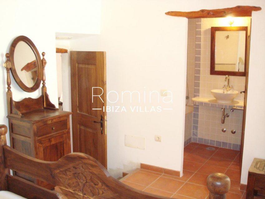 finca kanya ibiza-4bedroom bathroom