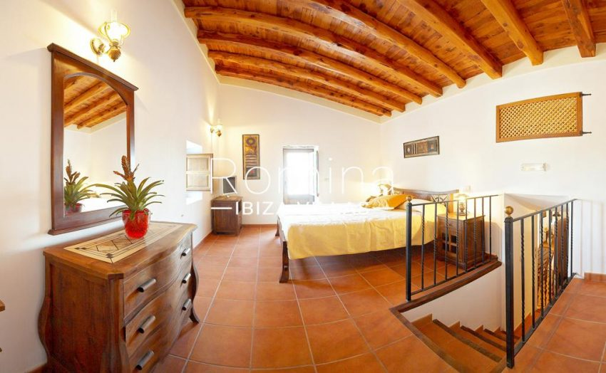 finca kanya ibiza-4bedroom upstairs