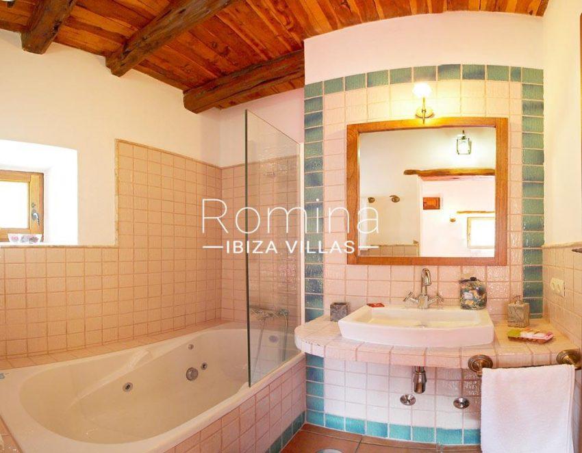 finca kanya ibiza-5bathroom2