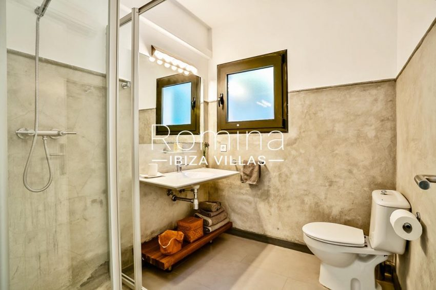 villa Pomba ibiza-5 shower room