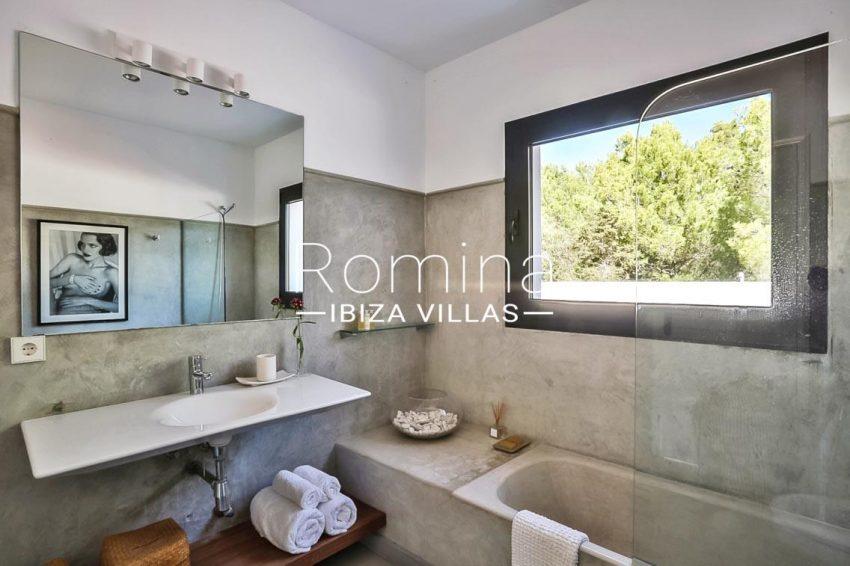 villa Pomba ibiza-5bathroom