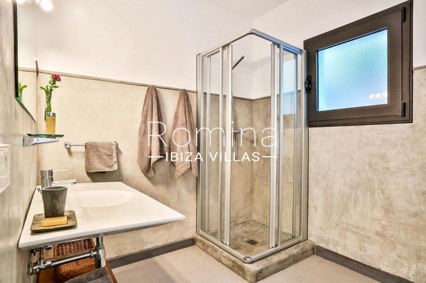 villa Pomba ibiza-5shower room2