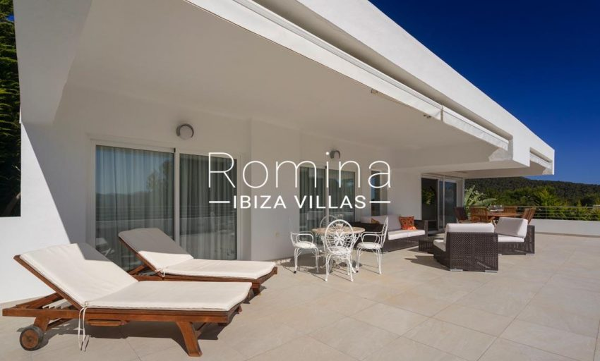 villa jecinda ibiza-2terrace facade2
