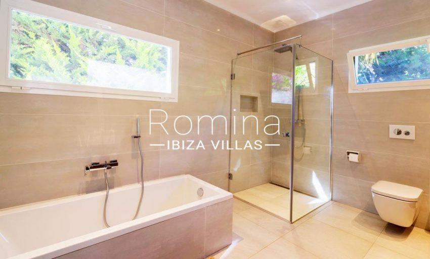 villa jecinda ibiza-5bathroom
