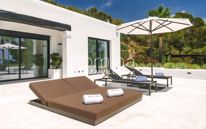 villa mar blau ibiza-2terrace deck beds parasol2
