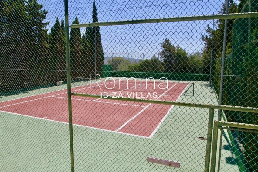 villa parque ibiza-2tennis court