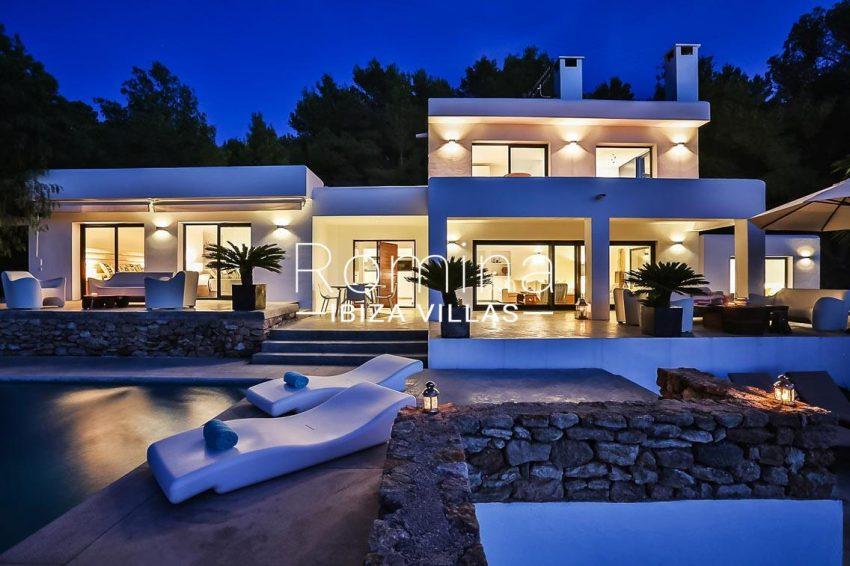 villa pomba ibiza-2pool facade by night2