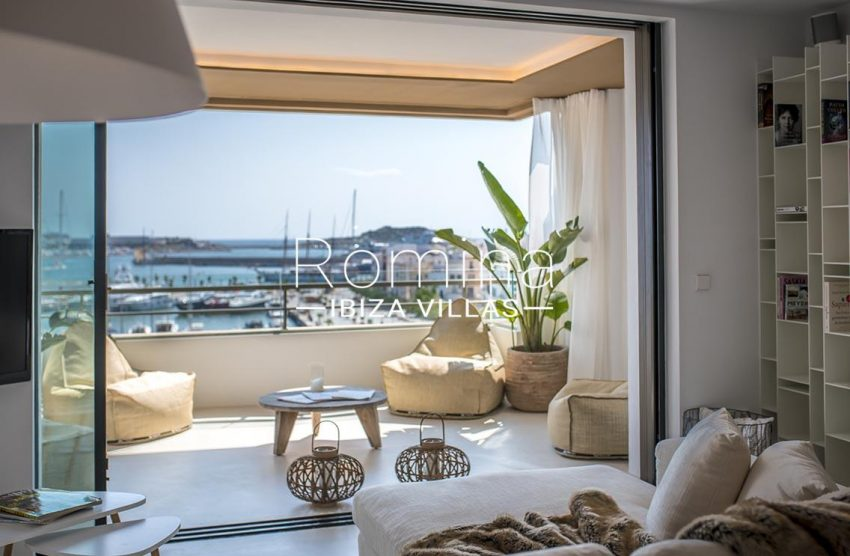 apto gaya ibiza-3living room sea view