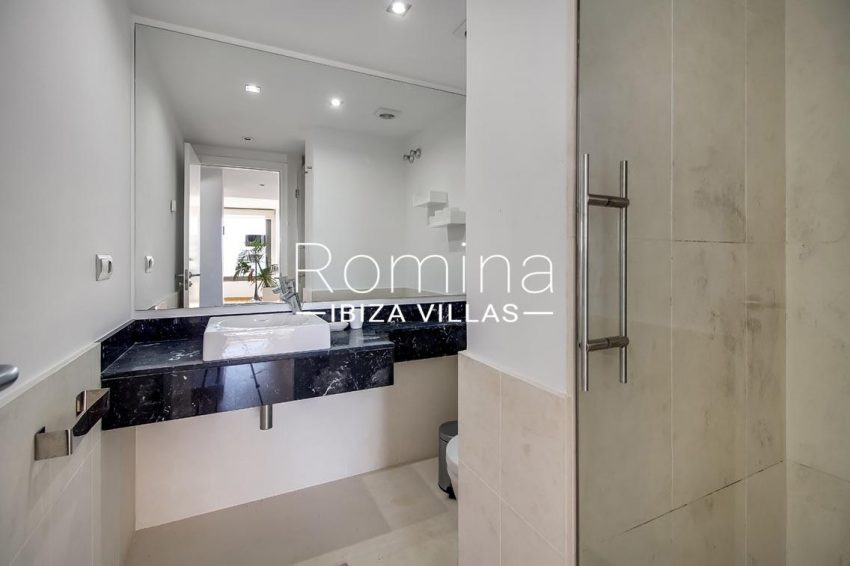 apto moderno ibiza-5shower room2
