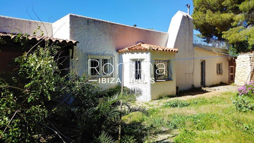 casa arka ibiza-2rear garden2