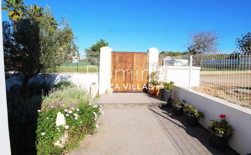 casa landy ibiza-2garden gate
