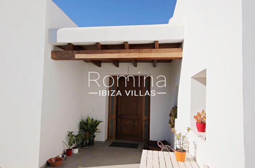 casa landy ibiza-2porche entrance