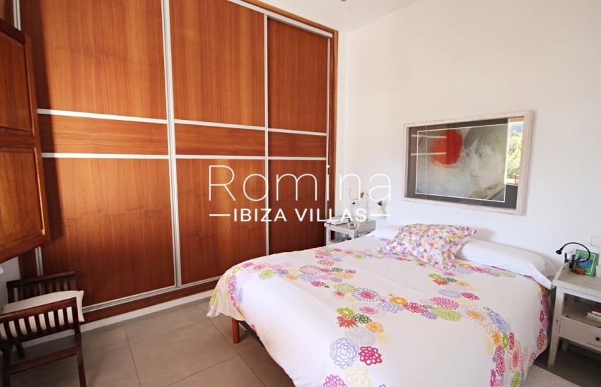 casa landy ibiza-4bedroom2wardrobe