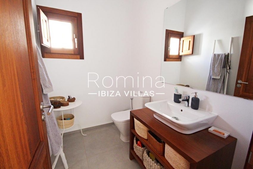 casa landy ibiza-5bathroom