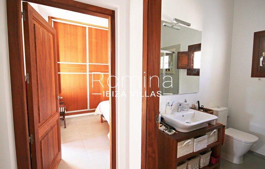 casa landy ibiza-5bathroom bedroom