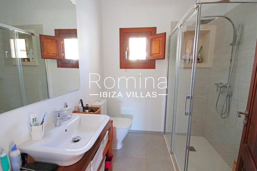 casa landy ibiza-5shower room