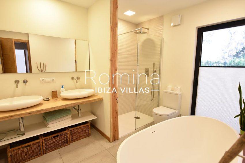 casa lau ibiza-5shower room1
