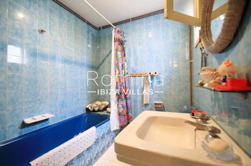 duplex marina ibiza-5bathroom blue